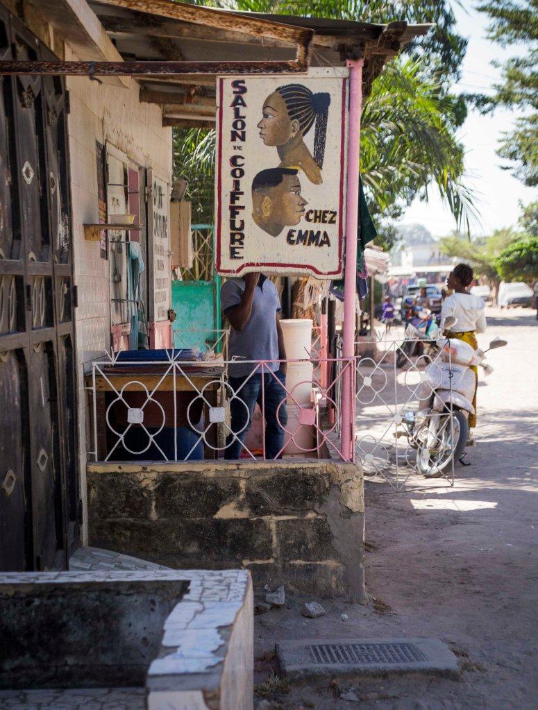 Ziguinchor hair salon
